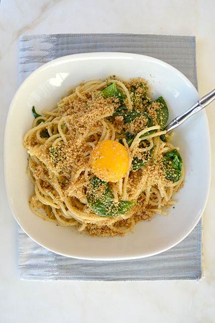 pasta-with-sauteed-spinach-and-a-yolk-on-top