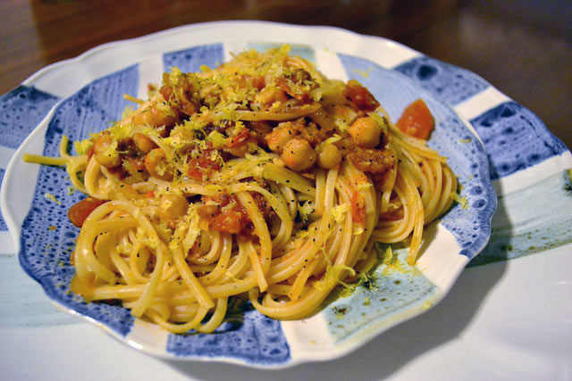 Spaghetti with Chickpeas | I am a Honey Bee