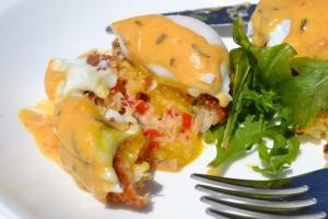 crab cakes benedict_Christie's Newport_01