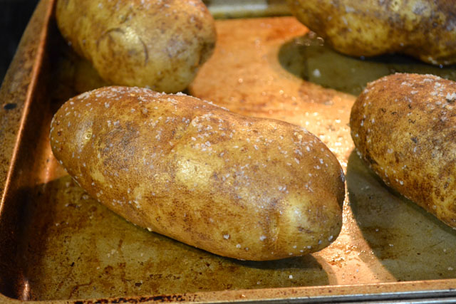 How to make the best baked potatoes i am a honey bee for Different ways to cook russet potatoes