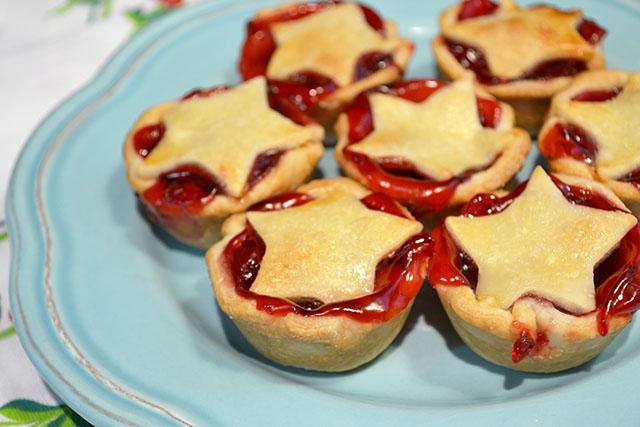 Super Simple Mini Cherry Pies_01