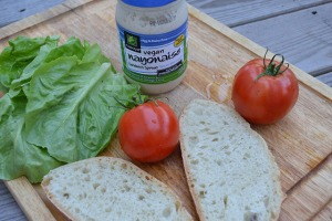open faced tomato sandwich_01