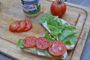 open faced tomato sandwich_04