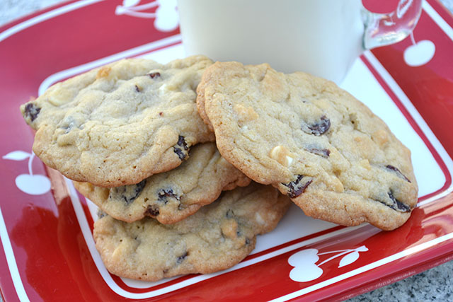 Cherry White Chocolate Chip Cookies | I am a Honey Bee