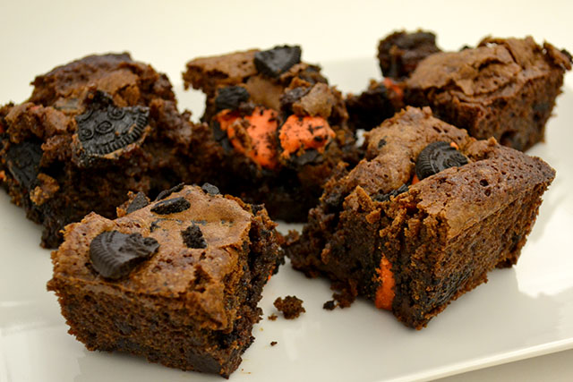 Halloween Oreo Brownies_02