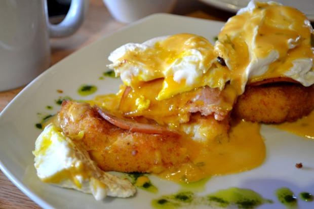 Tip Tap Room_Eggs Benedict_02