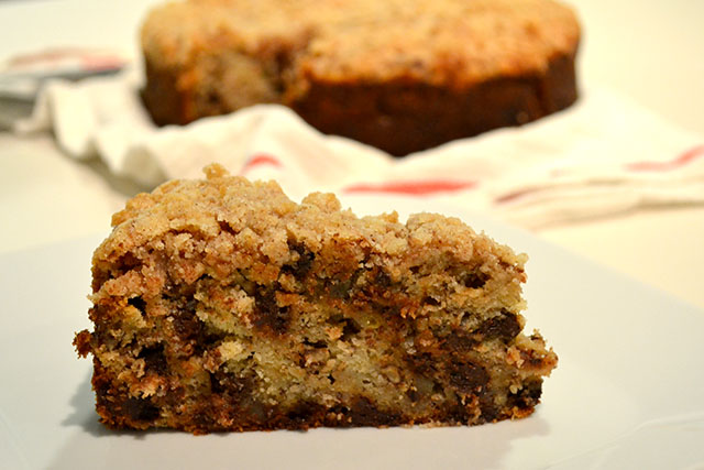 Banana Crumb Cake with Pecans and Chocolate Chips | I am a Honey Bee