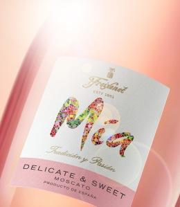 Mia Sparkling Moscato Rosé_beauty
