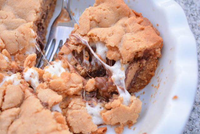 Reese's Cup Marshmallow Peanut Butter Cookie Pie-4