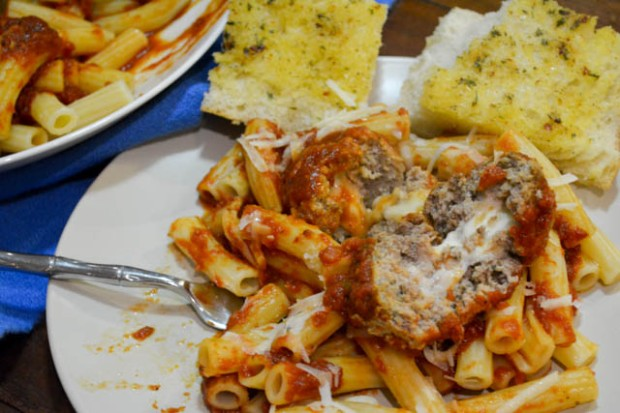 Slow Cooker Marinara w Mozzarella Meatballs-2