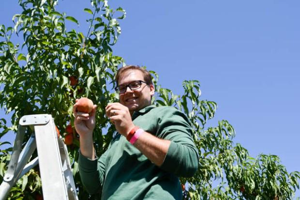 Apple Picking_Tougas Family Farm-24