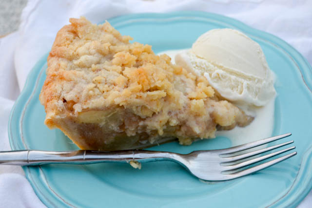 Struesel Topped Ginger Pear Pie-2