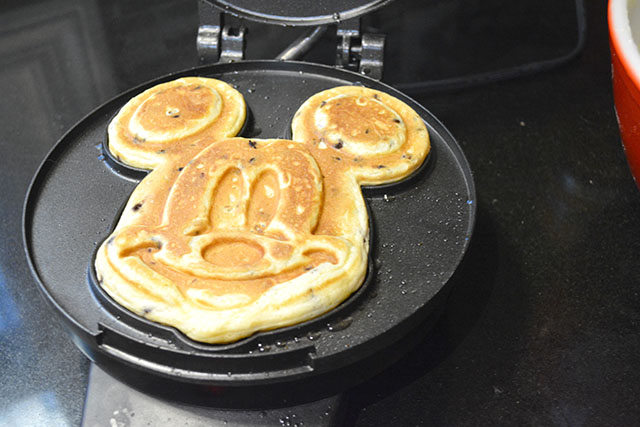 Mickey Mouse Waffles_01