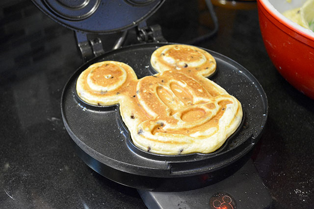 Mickey Mouse Waffles_02