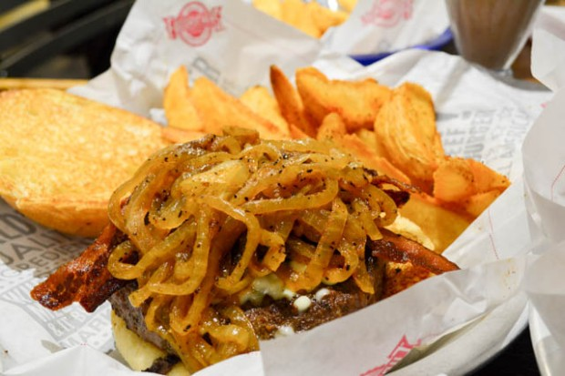 Fuddruckers Burger Review-12