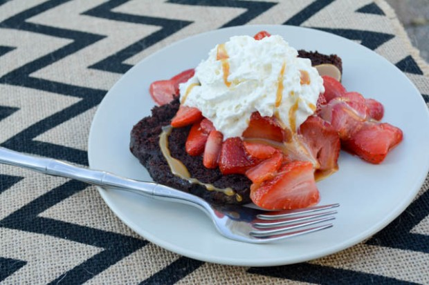 5 Minute Chocolate and Strawberry Shortcake-04
