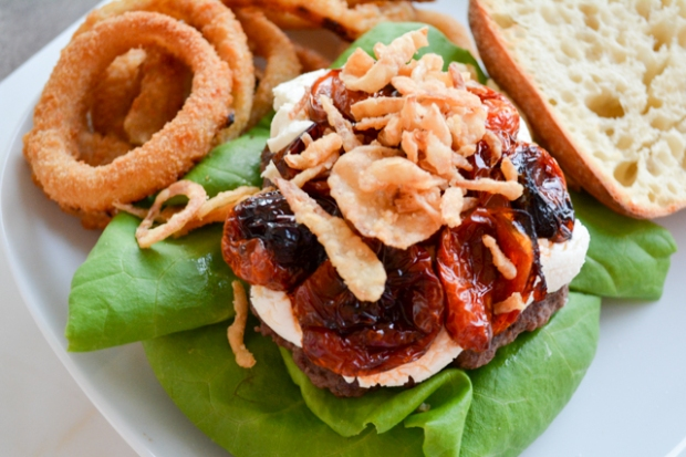 Mega Burger with Goat Cheese and Slow Roasted Tomatoes_01
