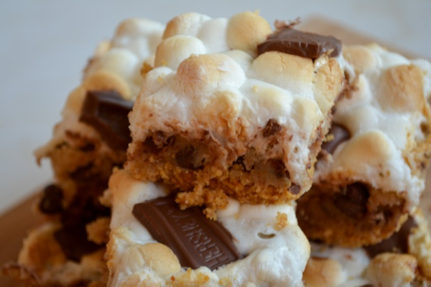 Smores Chocolate Chip Cookie Bars-02