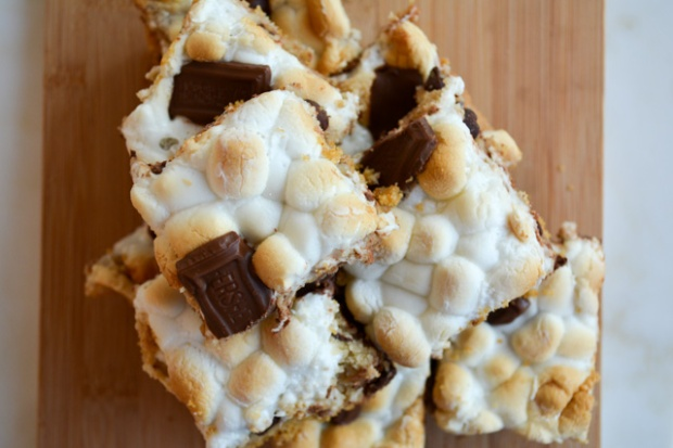 Smores Chocolate Chip Cookie Bars-04