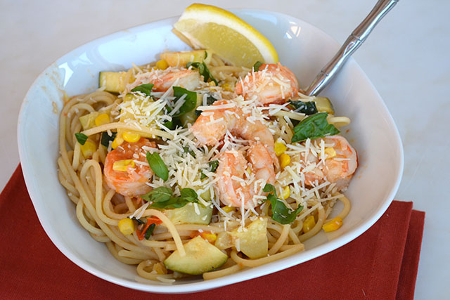 pasta-with-shrimp-corn-tomatoes-and-zucchini_03