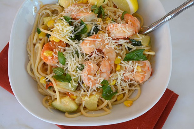 pasta-with-shrimp-corn-tomatoes-and-zucchini_04