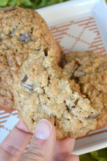 chocolate-chunk-oatmeal-crunch-cookies_03