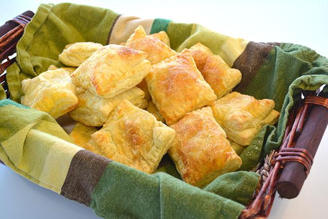 guava-and-cream-cheese-turnovers-guava-pastelillos_01