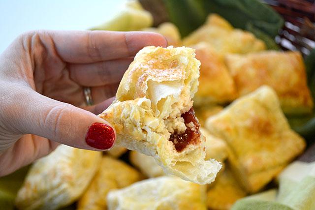 guava-and-cream-cheese-turnovers-guava-pastelillos_04
