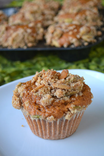 pumpkin-muffins-with-crumble-topping