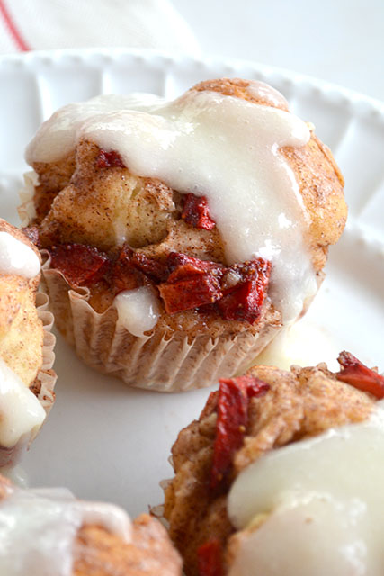 individual-strawberry-monkey-breads-with-cream-cheese-frosting_02