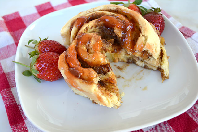 peanut-butter-and-jelly-cinnamon-rolls_01