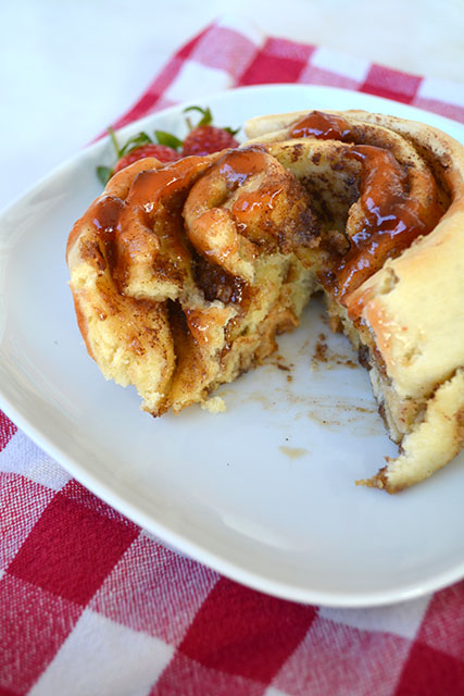 peanut-butter-and-jelly-cinnamon-rolls_03