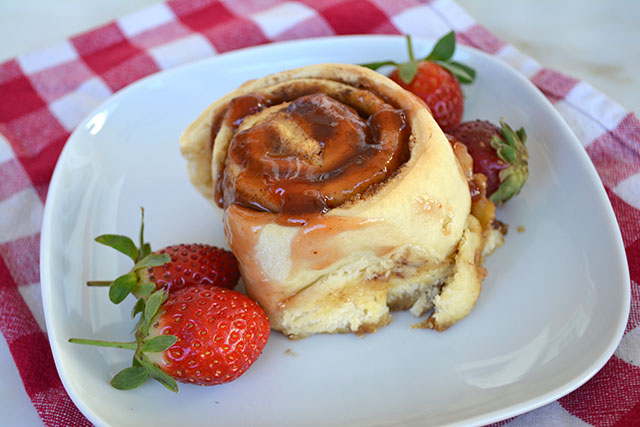 peanut-butter-and-jelly-cinnamon-rolls_04